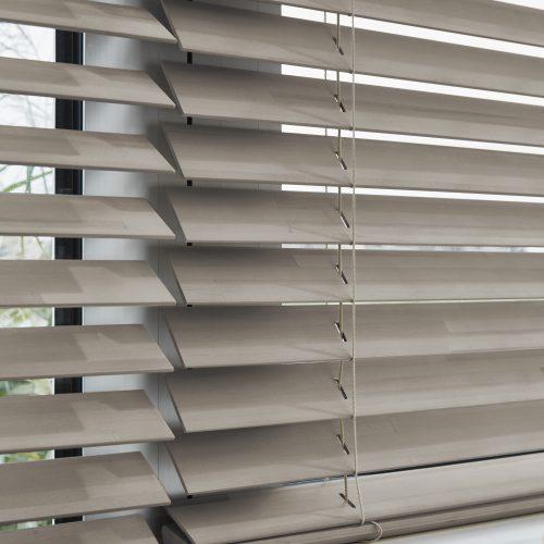 Luxaflex Basic | Houten jaloezieën | Luxaflex raamdecoratie | Luxaflex dealer | JOXAL interieur | voorheen Maurix interieur | Jolanda Maurix | Interieuradvies | Gordijnen | Shutters | Raamdecoratie | Wandbekleding | Verf | Behang | Stylist |
